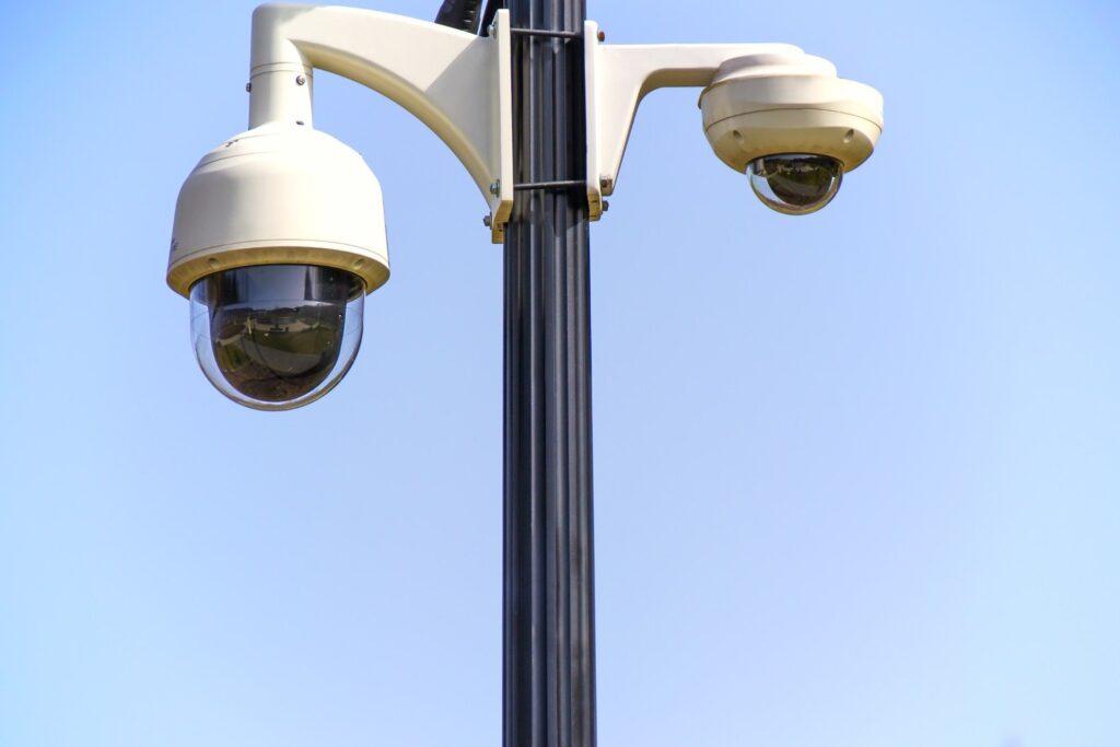 Systemy alarmowe i monitoring